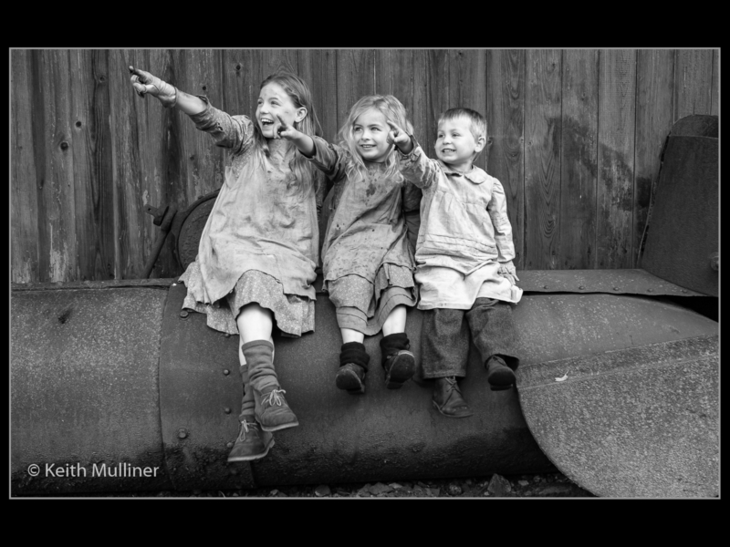 Keith Mulliner_Three Children Pointing_M (20)-2